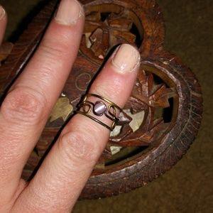 Tres Vim Amethyst midi ring size 4.5